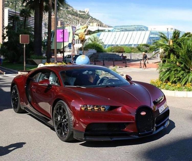 Bugatti Chiron Sport: Awesome Metalic Carbon Red Bugatti Chiron Spotted In