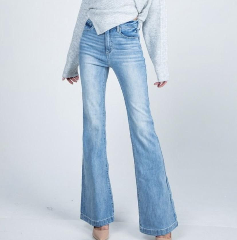 Light wash retro style denim jeans