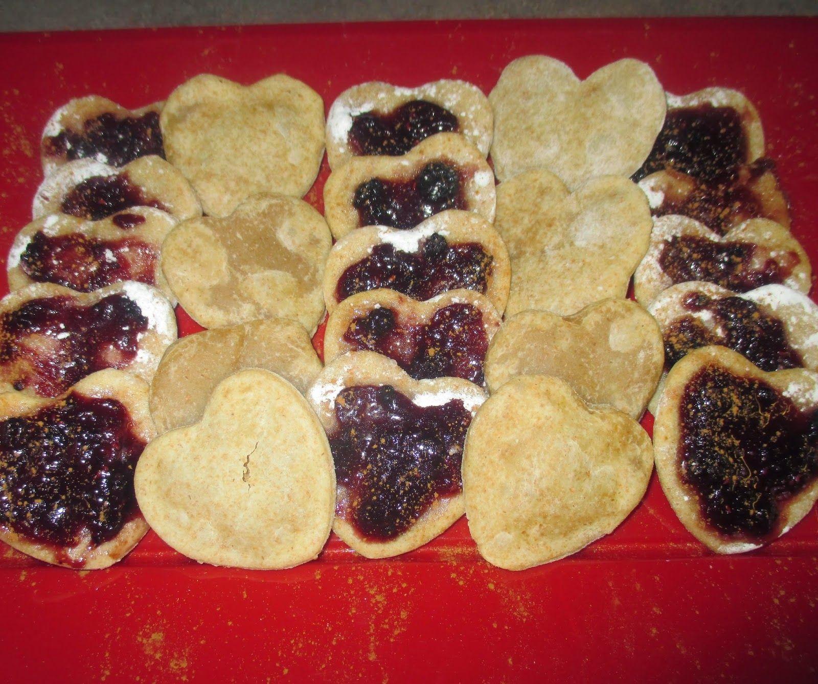 """FORNELLI IN FIAMME: """"LITTLE HEARTS"""" OF SPELT WITH WILD BERRIES JAM - Cuoricini di farro con marmellata di frutti di bosco"""