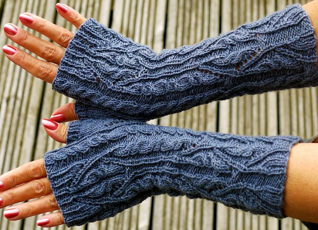 Ravelry: Principessa, Cabled Gloves pattern by Coryna Blasko