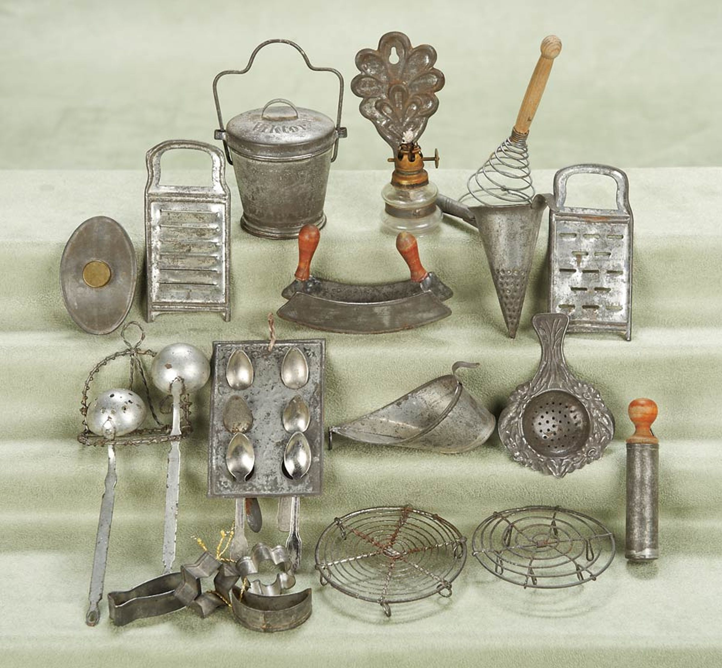 Kitchen Chairs For Cooking: Miniature Utensils