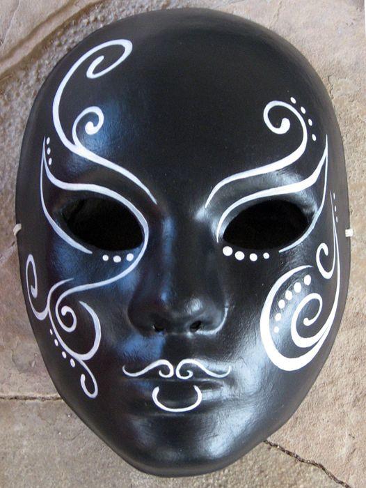 Nymity Adli Kullanicinin Masks Panosundaki Pin Sanat Egitimi