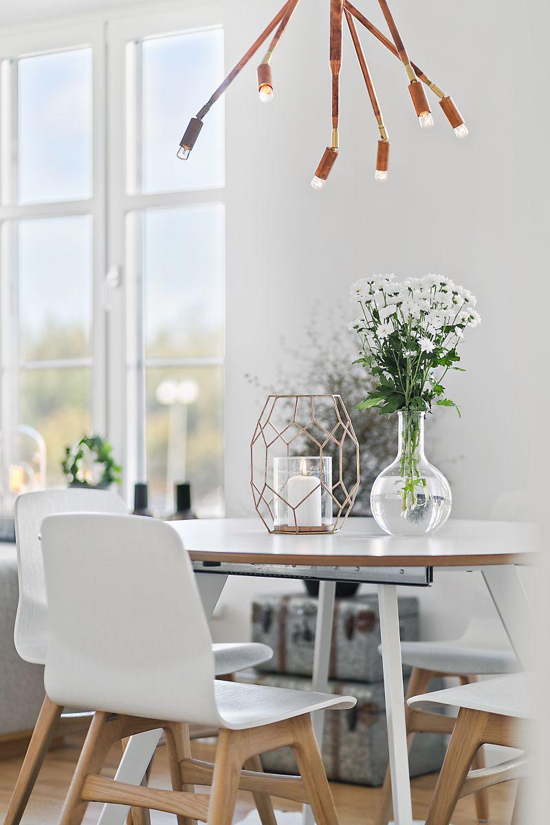 Skandinavisch dekorieren  Blumendekoration im Skandi-Esszimmer | #Wohnidee von Ingo Gnasso ...