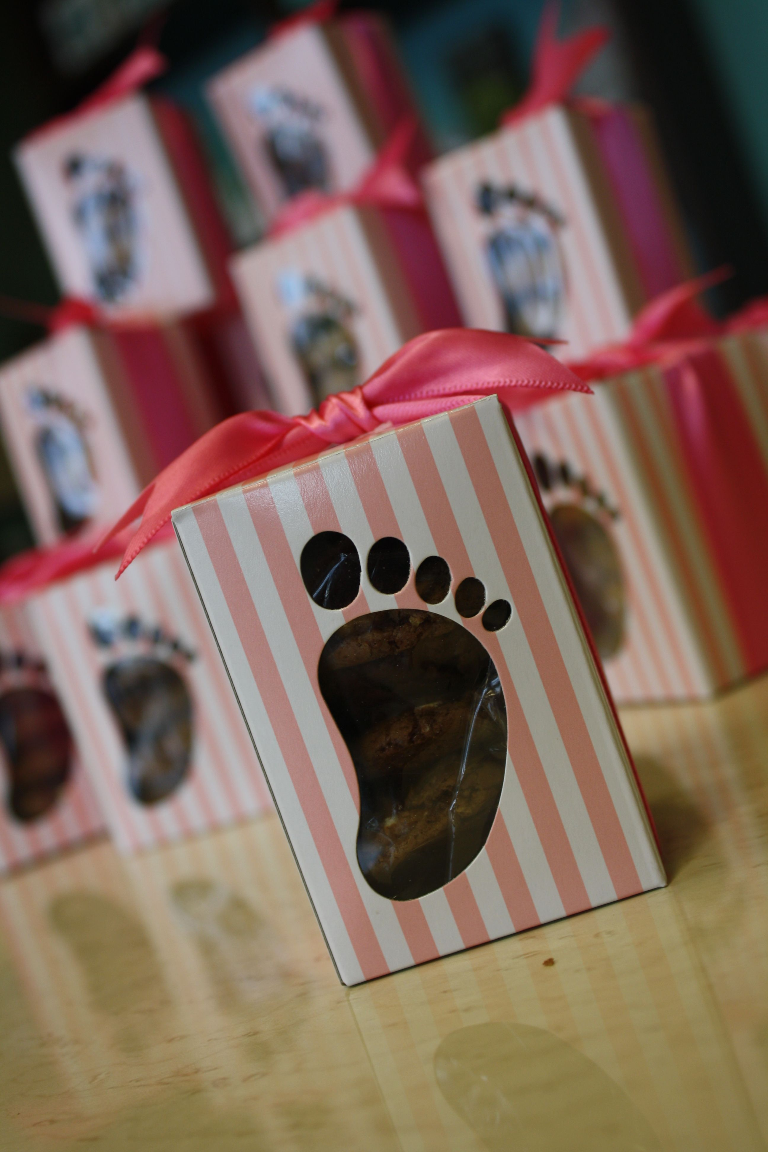 here's a close up of the cutest baby shower favors EVER! Only at Kathleens Cookies!