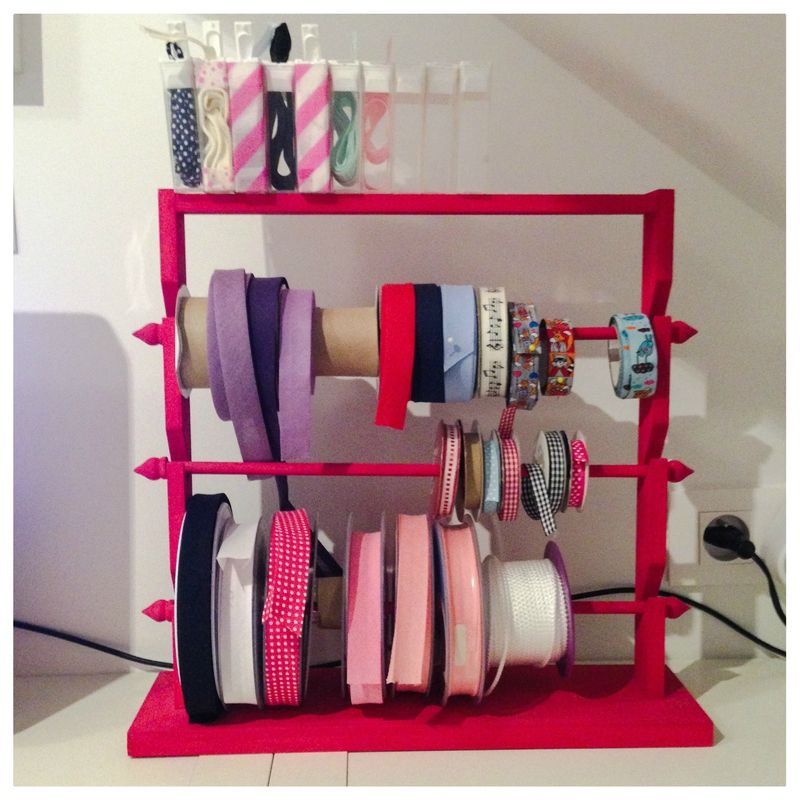 rangement des rubans id es rangement organisation atelier couture cr ation pinterest. Black Bedroom Furniture Sets. Home Design Ideas