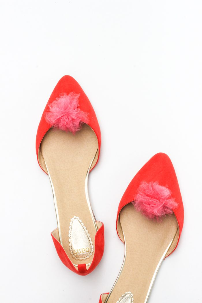 You can whip up these diy pom-pom shoes clips in 10 minutes! Only cost about a dollar to make too!