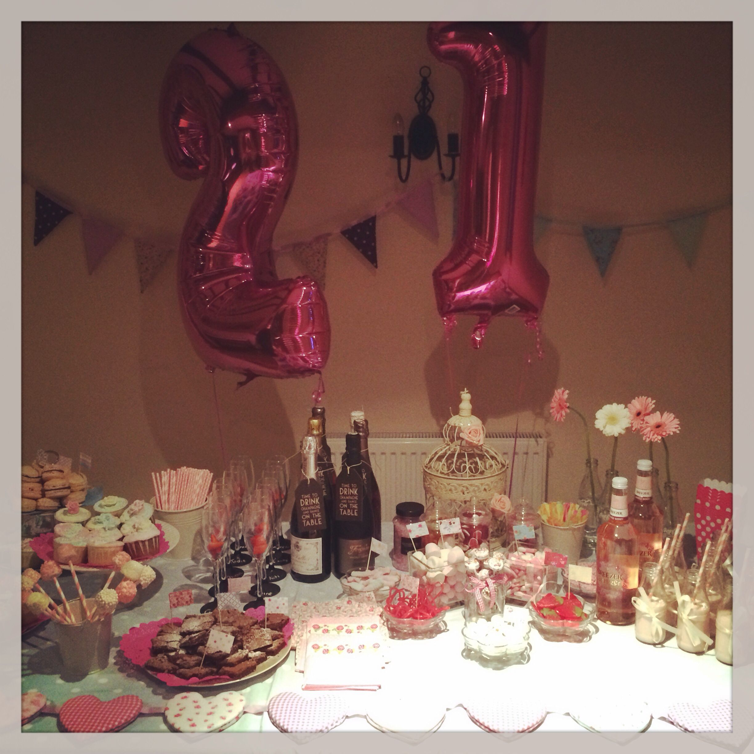 21st Decorative Table Pink And White Vintage