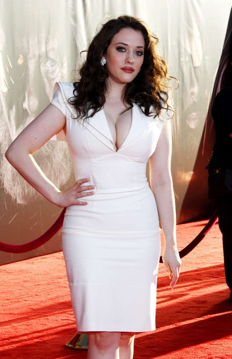 A Voluptuous Kat Dennings In A Figure Hugging Dress At The Los