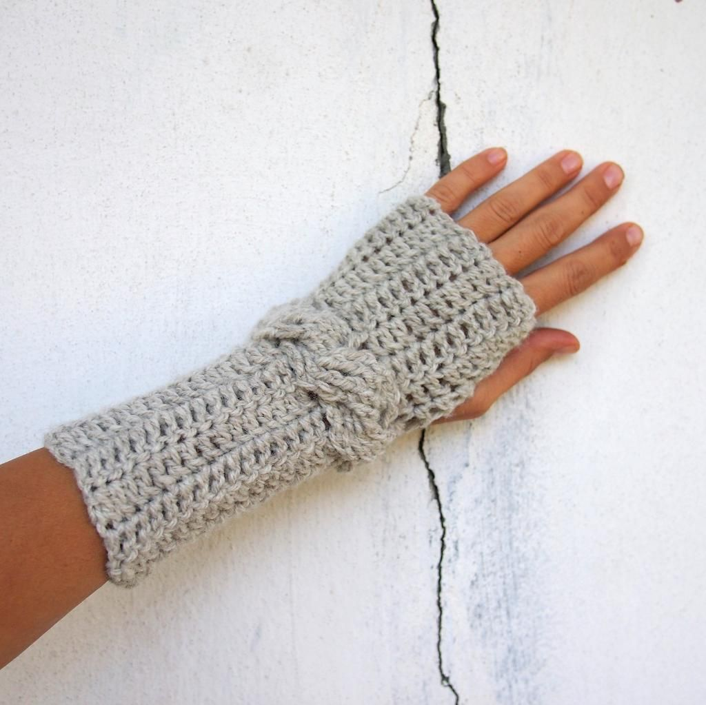 Cable wrist crochet fingerless mittens | Mitones, Guantes y Guantes ...