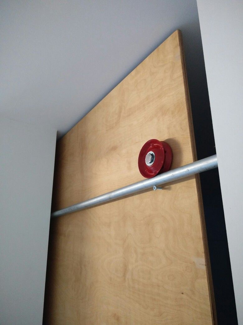 Exceptionnel Sliding Door Rail As A Pull Up Bar