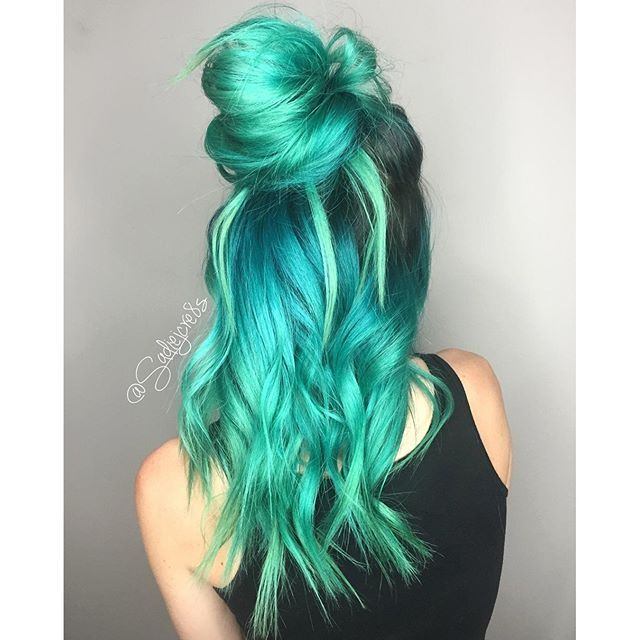 Love This Neon Pastel Green Hair Color Mixed With A Bit Of Blue Hair Color By Sadie Gray Ig Hotonbeauty Pastel Green Hair Green Hair Colors Green Hair