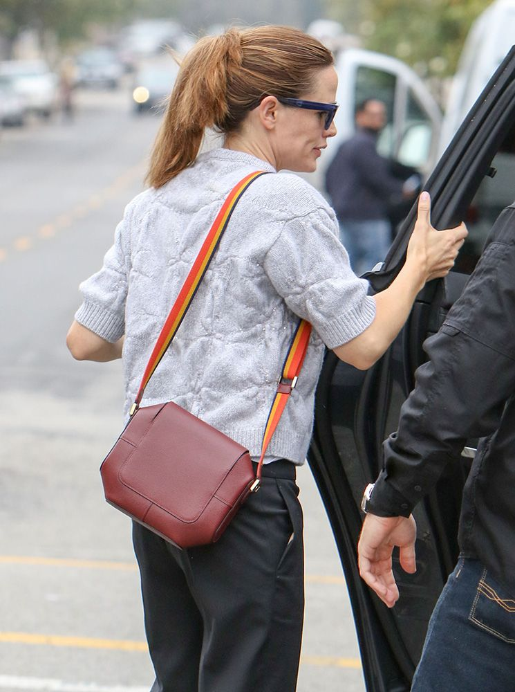 In Praise of Jennifer Garner's Super-Practical Handbag Style
