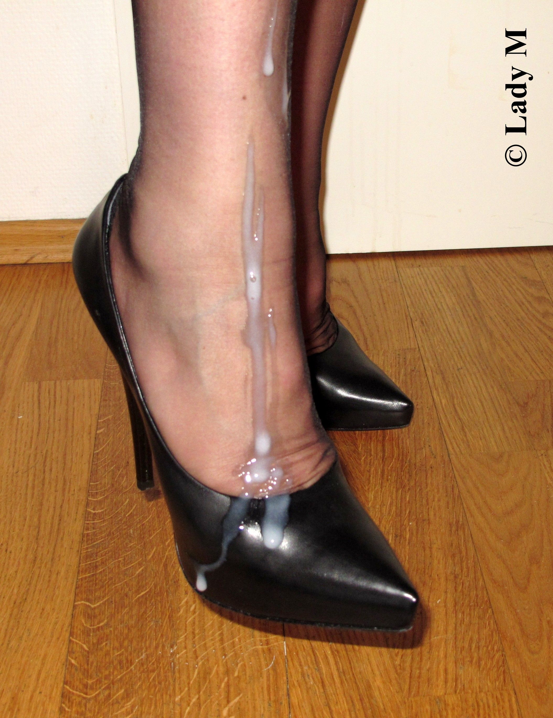 High heel job cum on shoe