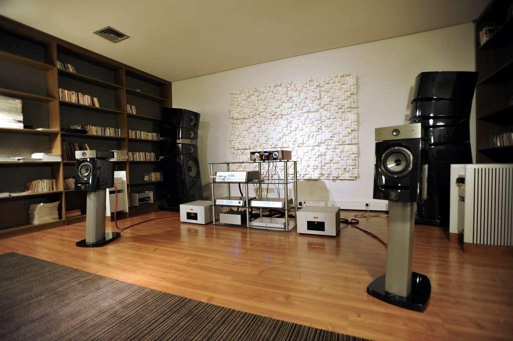 focal showroom utopia iii diablo halcro dm88 thorens. Black Bedroom Furniture Sets. Home Design Ideas