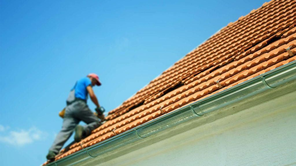 how to make an insurance claim for roof damage