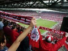 Riesenstimmung bei der Kölner Hymne (Foto: Kölner Sportstätten GmbH)