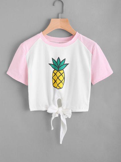 a135463fcbe18 Camiseta de manga contraste con nudo delantero con estampado de piña ...