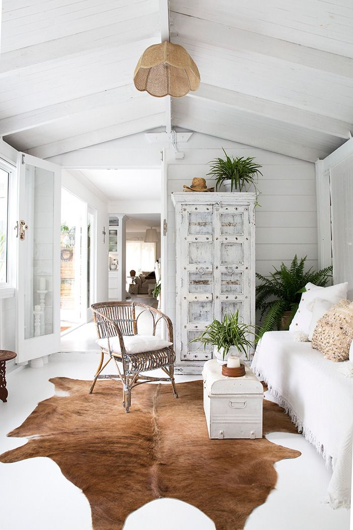 this coastal inspired home is a slice of paradise decor house rh pinterest com