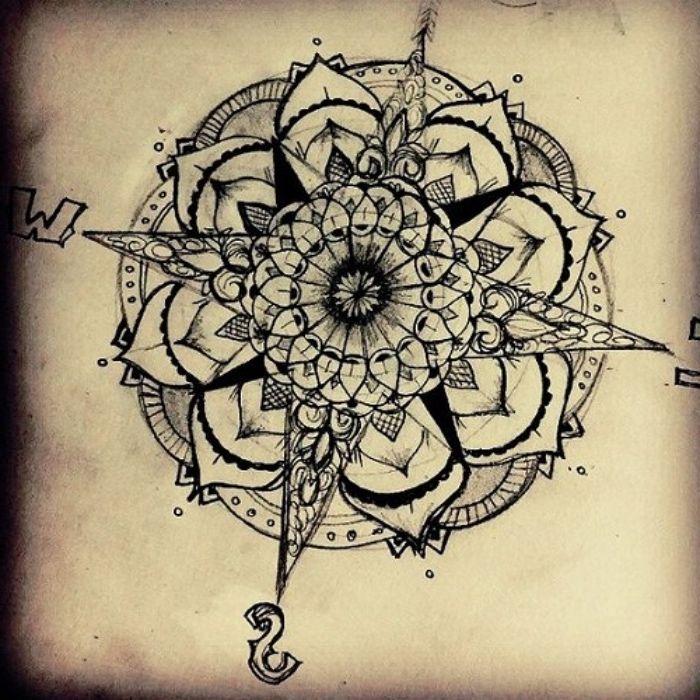 idee für inen tattoo mit einem großen schwarzen kompass und einer großen weißen blume