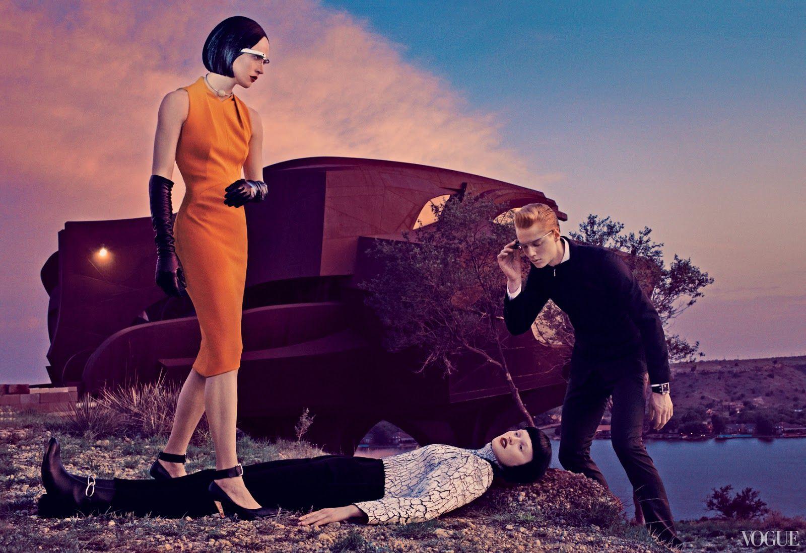 El fotografo Steven Klein ha preparado este editorial de moda para el numero de septiembre de la edición americana de Vogue. Un guiño retrofuturista inspirado en el cine de Serie B y el comic de la Edad de Oro.