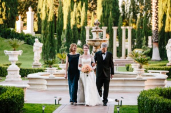 Couture Bridal Photography Lyndsay Undseth Videographer Enrique Meza Fl Designer Designs With Florae Cake Grand Island Mansion