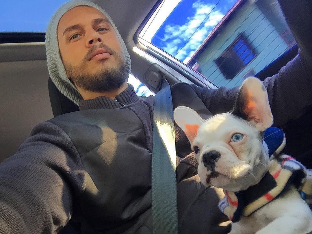 Dia de consulta. Parece que ele já sabe aonde tá indo!  #diadeconsulta #edgardbulldogfrances #edgardfrenchbulldog  #frenchbulldog #bulldog #dog #pet #bulldogfrances by thiagomatthias