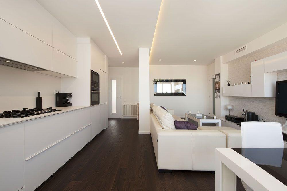 Zona de d a cocina y sal n comedor en un espacio for Cocina salon espacio abierto