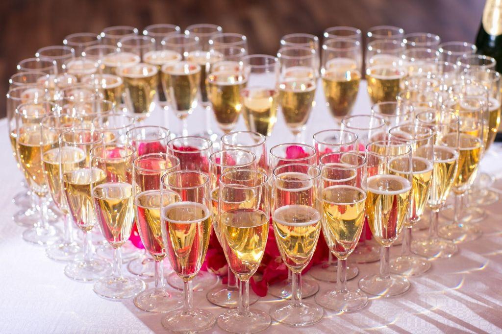 фотографии шампанского на столе мамы только смогли