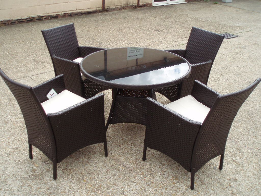 round rattan chairs and table