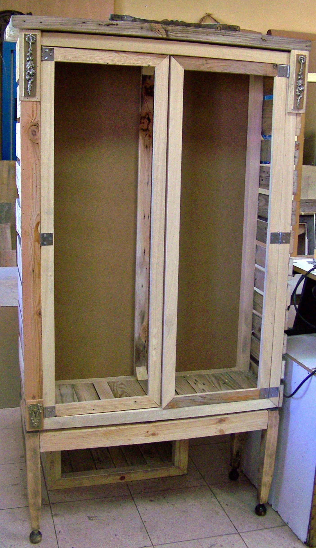Construcci n de muebles realizados con madera reciclada de - Palets muebles reciclados ...
