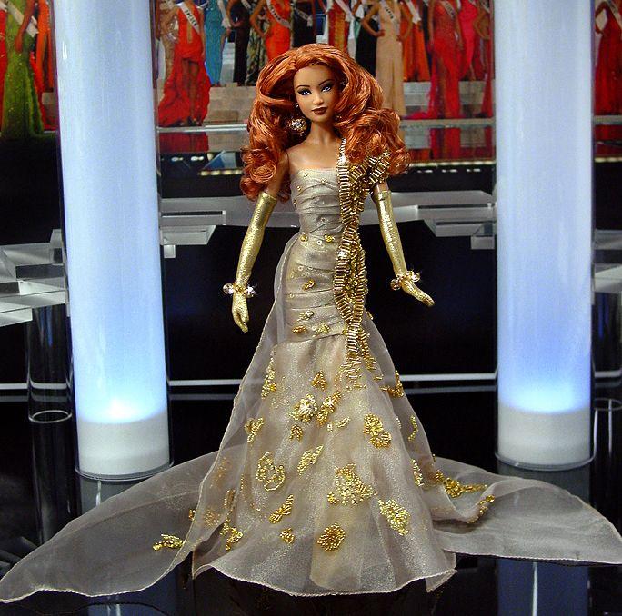 La señorita de Los Ángeles es verdaderamente una maravilla elegante en busca de una corona en su Albahaca Soda vestido de noche inspirados en pura, pálido café con leche brillante organza. - OOAK Barbie NiniMomo's Miss Los Angeles 2010