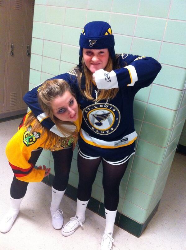 Natalie On Twitter Hockey Halloween Costume Girl Group Halloween Costumes Halloween Outfits