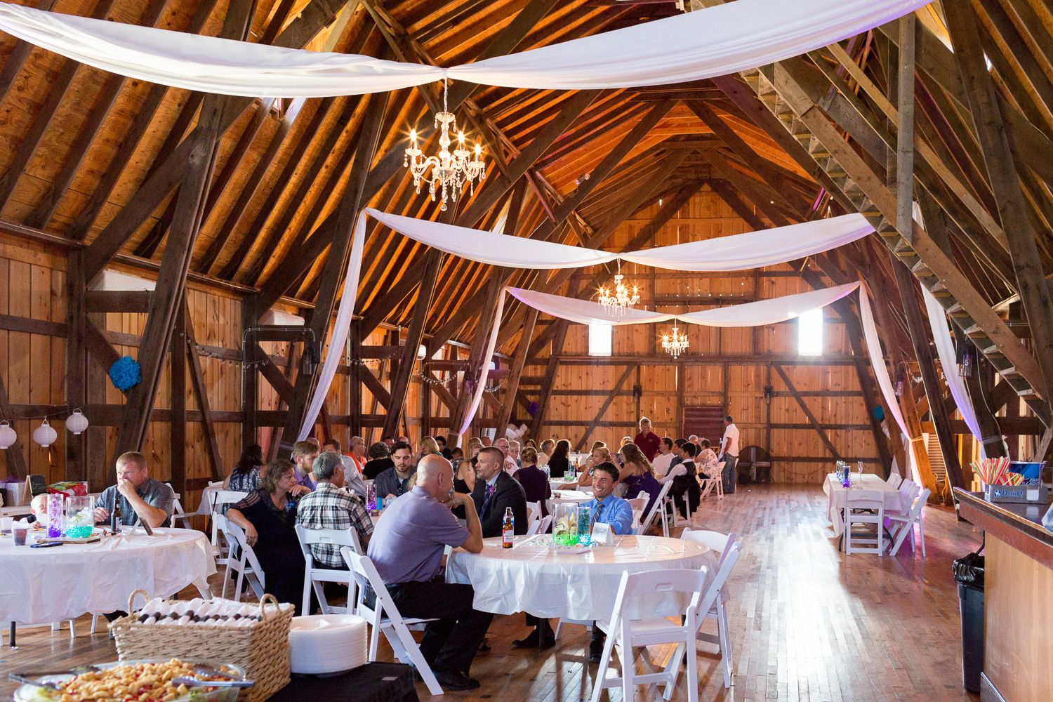 The Reception Space Provides Plenty Of Options For Decor Wedding Photography Taken At The Barns Of Old Glory St Charles Minneso St Charles Old Glory Decor