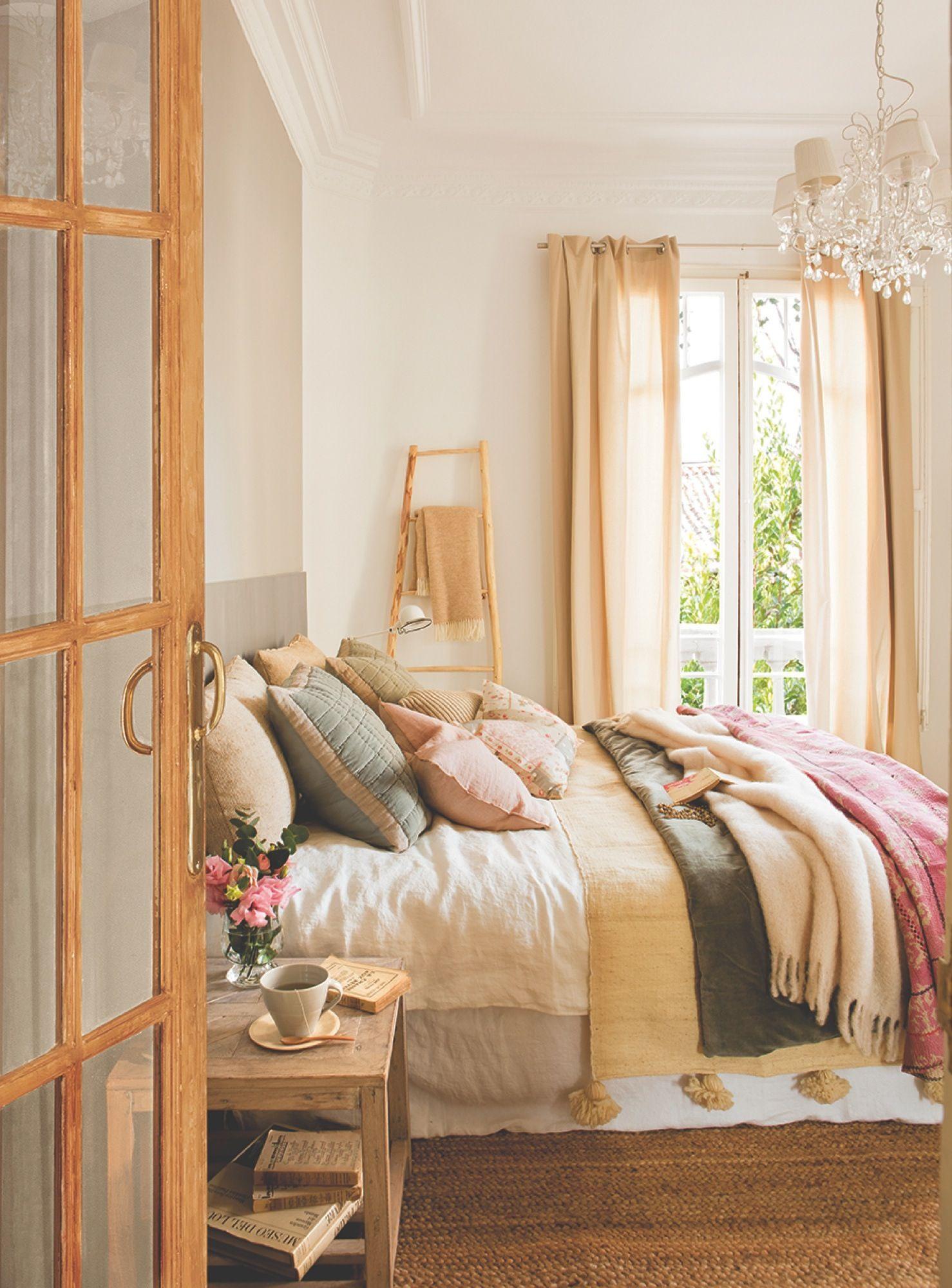 Dormitorio cl sico con cama muy vista dormitorios for Habitaciones juveniles con cama grande