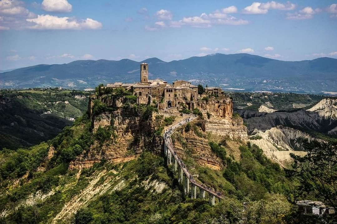 Civita Di Bagnoregio Nel 2020 Citta Vacanze Montagna