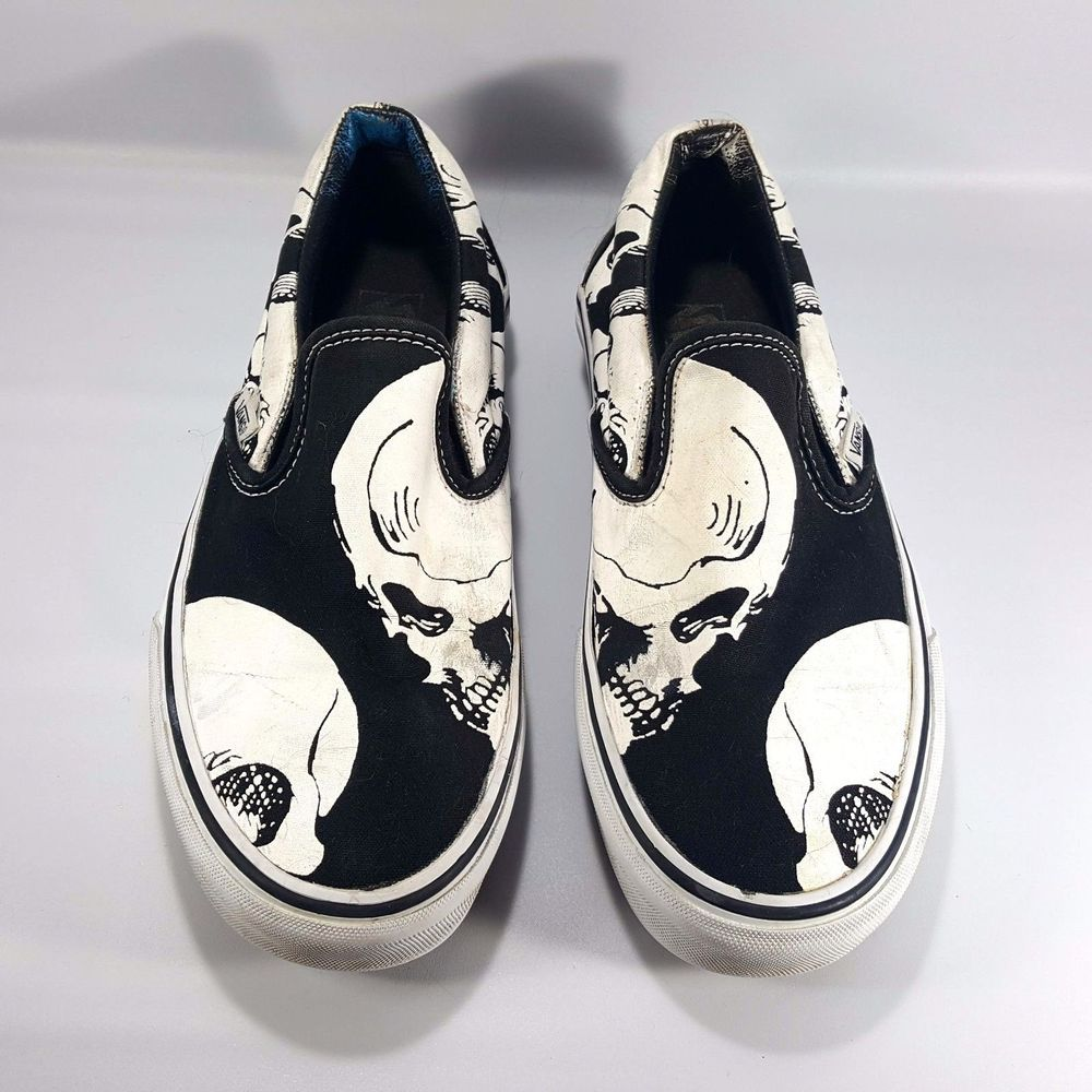 58851da5449 VANS Off The Wall Skull Slip On Shoes Women s Size 7 White on Black  VANS   SlipOn