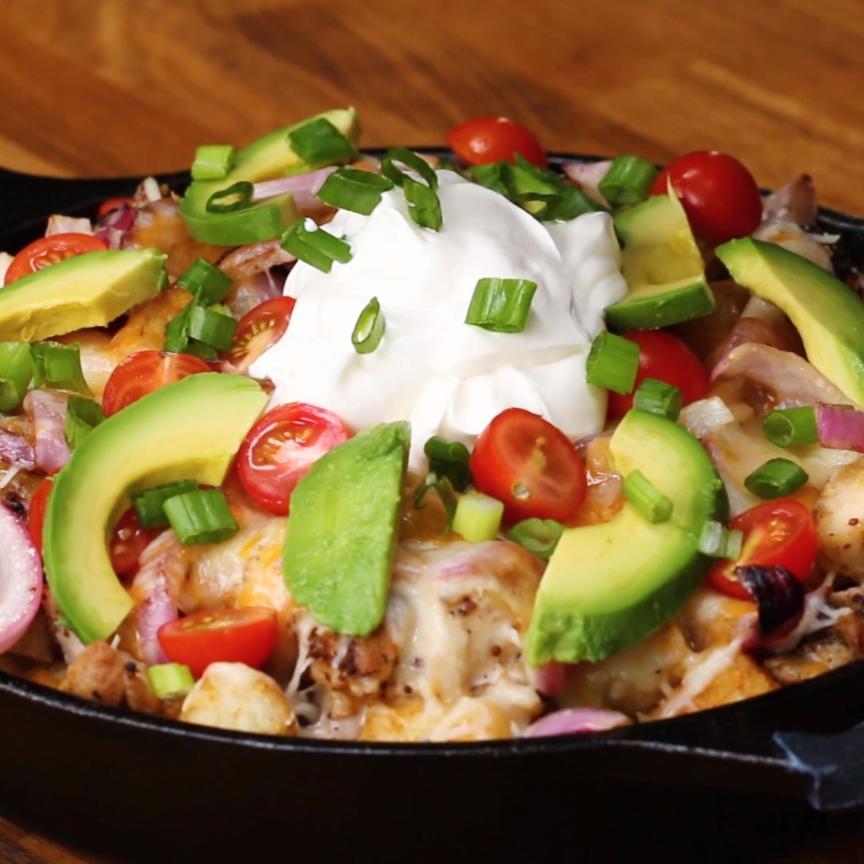 Loaded Tater Tot Nachos Di 2020 Resep Makanan Pembuka Resep Makanan Makanan Enak