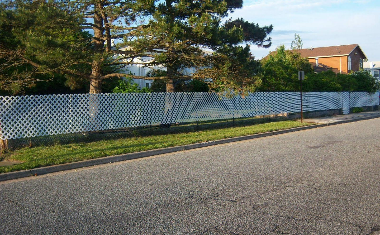 White plastic lattice on chain link fence install vinyl lattice install vinyl lattice over chain link fence for appearance and privacy baanklon Choice Image