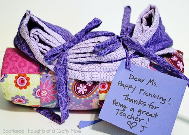 Scattered Thoughts of a Crafty Mom: Teacher Appreciation Gift: Picnic Quilt
