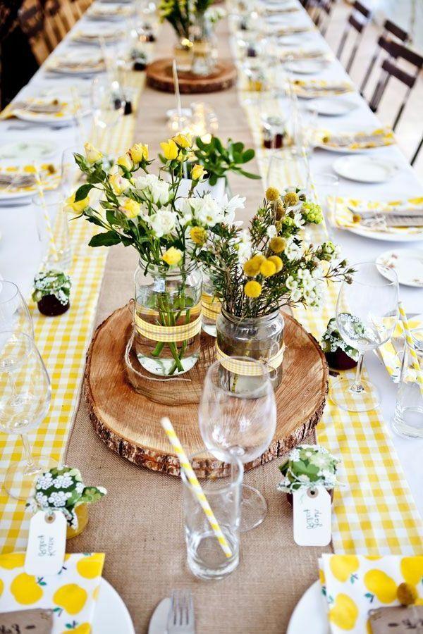 Zarte tischdeko mit blumen in gelb hochzeit gelb wei - Tischdeko grillparty ...