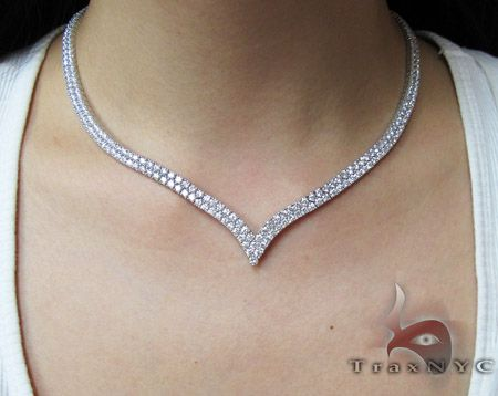 V Shaped Choker Diamond Ladies Necklace Oh My God In Love Gold Bridal Necklace Diamond Jewelry Necklace Diamond Jewelry Designs