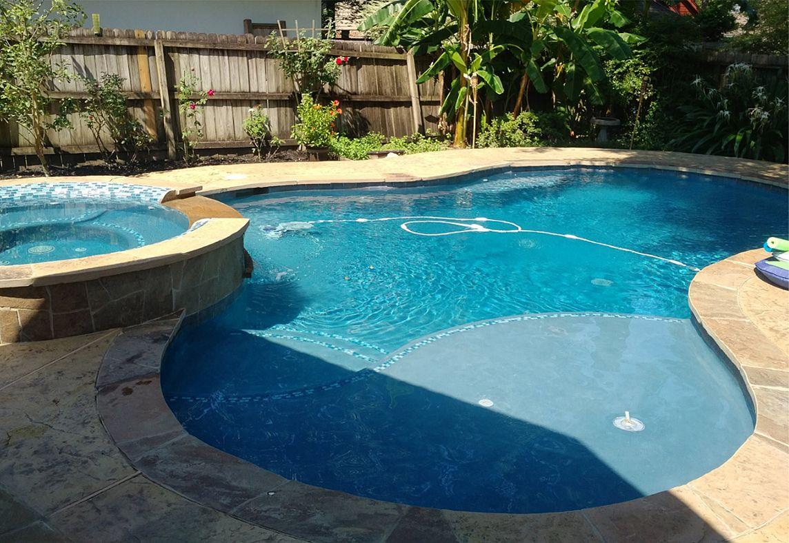 Marvelous Free Form Custom Swimming Pool Design Ideas In Conroe, TX