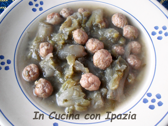 cicoria con polpettine in brodo