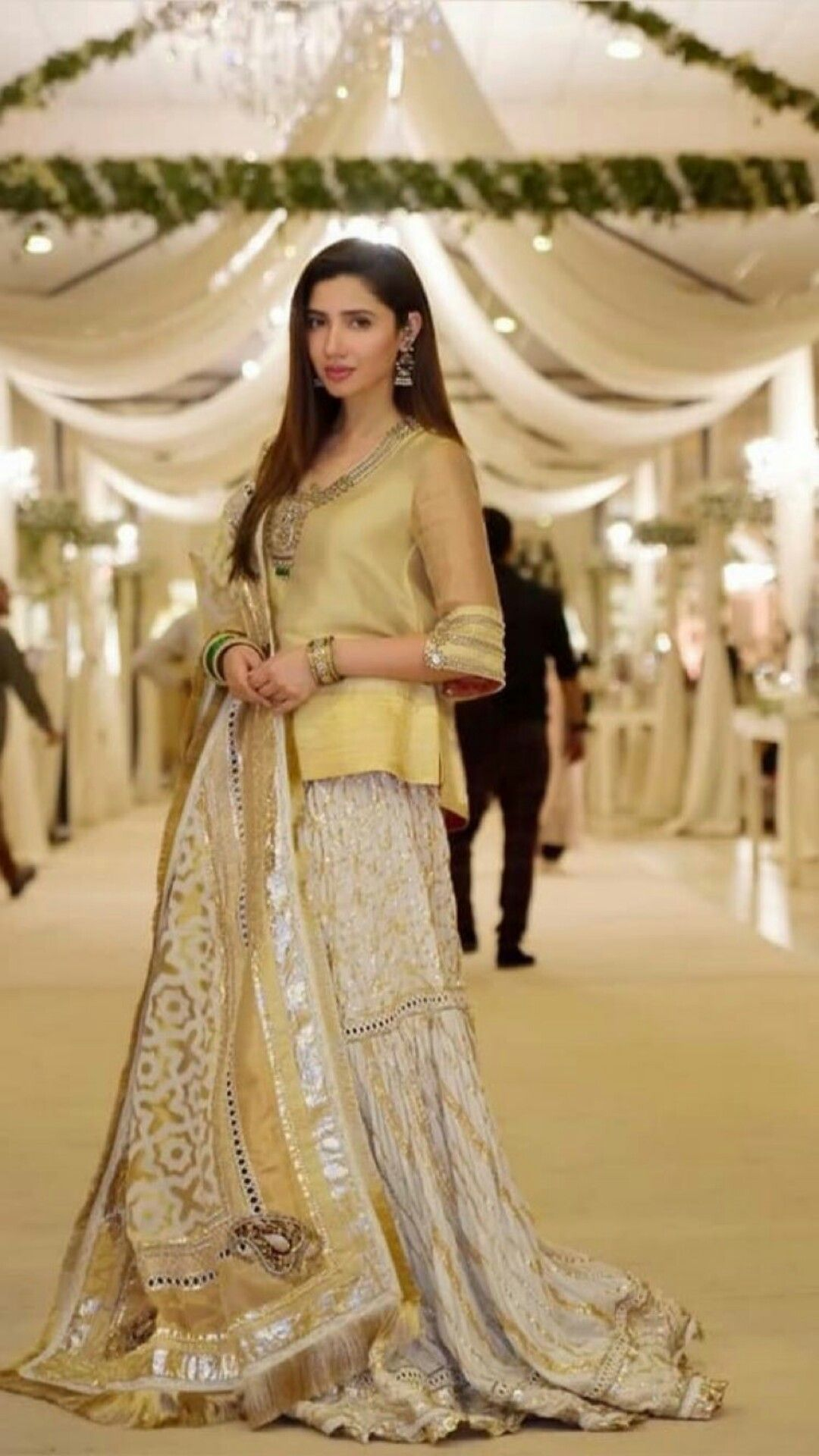 Pin by arooj rajpoot on mahira khan pinterest dresses pakistani