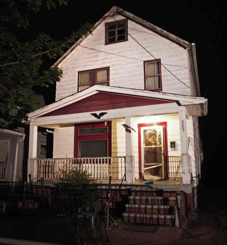 Cleveland House Of Horrors Comes Down Secuestro Sotano