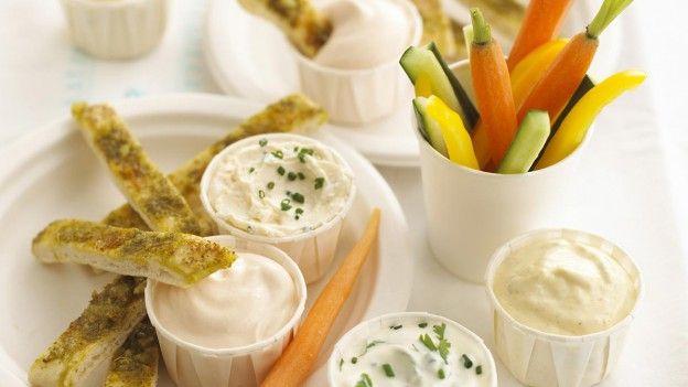 Annabel Karmel's garlic pitta breadsticks - Tesco Loves Baby