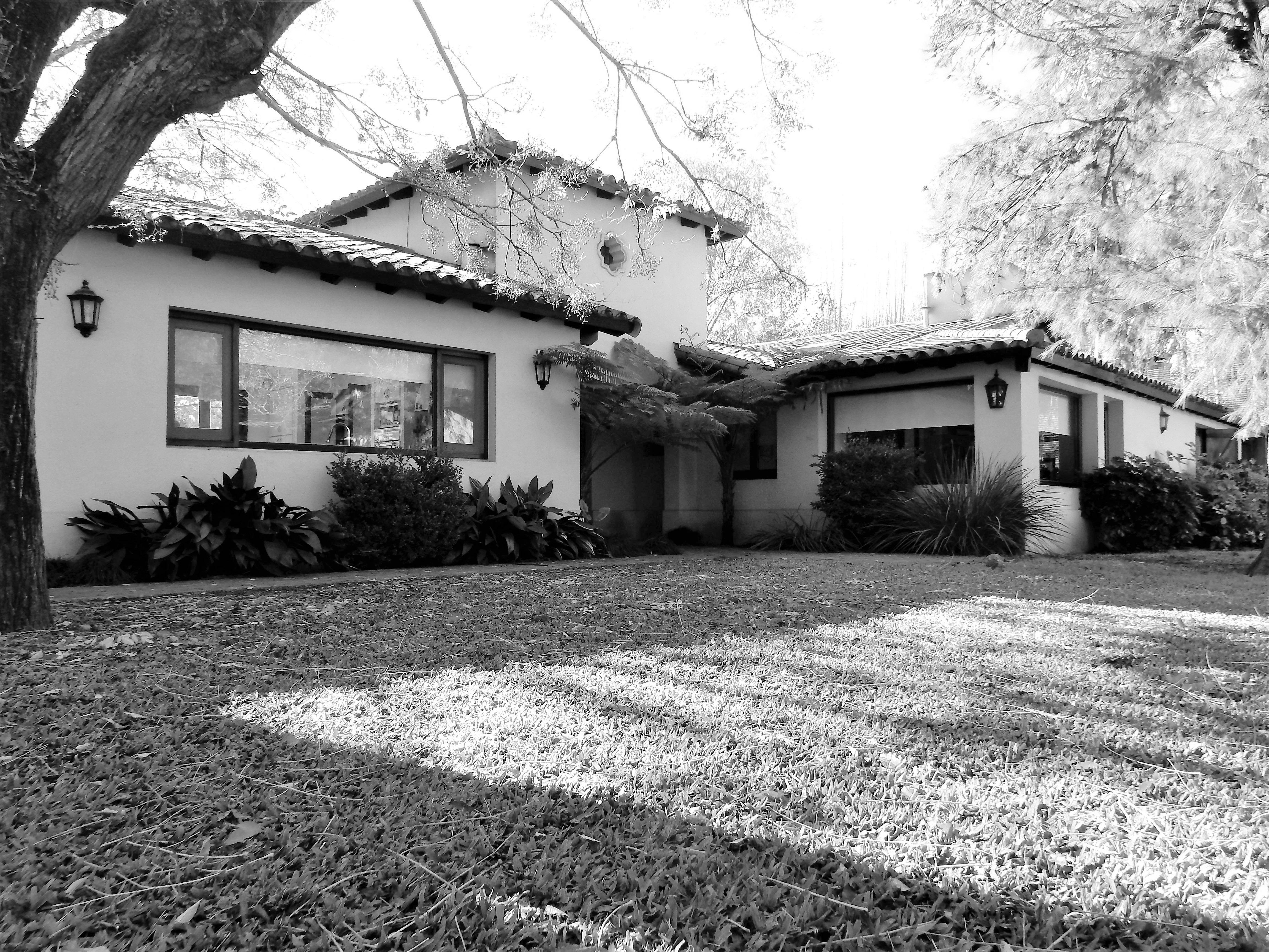 Casa quinta en venta parque leloir ituzaing estilo for Casa quinta minimalista