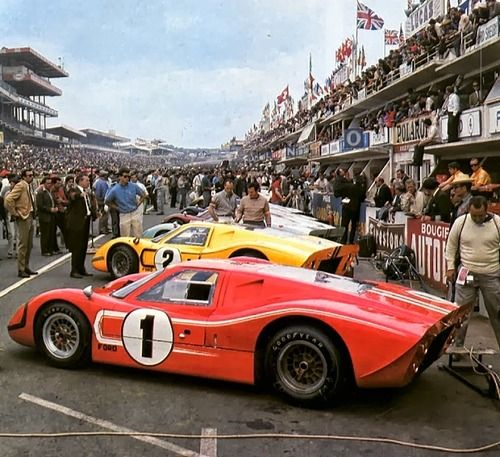 Dan Gurney Aj Foyt S 1 Ford Gt 40 Mk Iv Along With Team Cars
