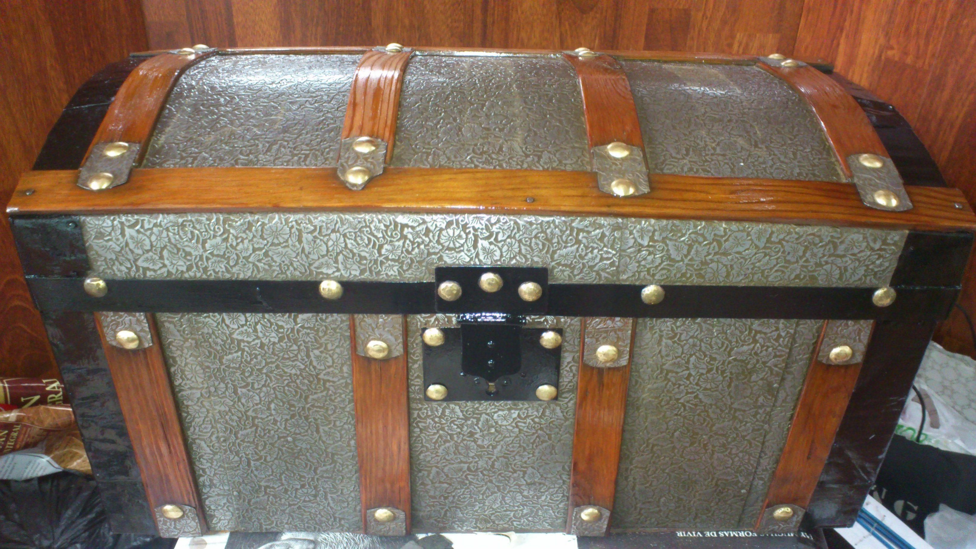 Restauración del baúl antiguo. Mi tesoro!! maderademindi.blogspot.com.es #restauracion #tesoros #decor #diy #creative #lomasantiguo #ideas #desing #baules #nuevosproyectos #antigüedades