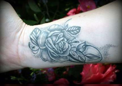 Tatuaż Róża Na Nadgarstku Tattoos Tattoos